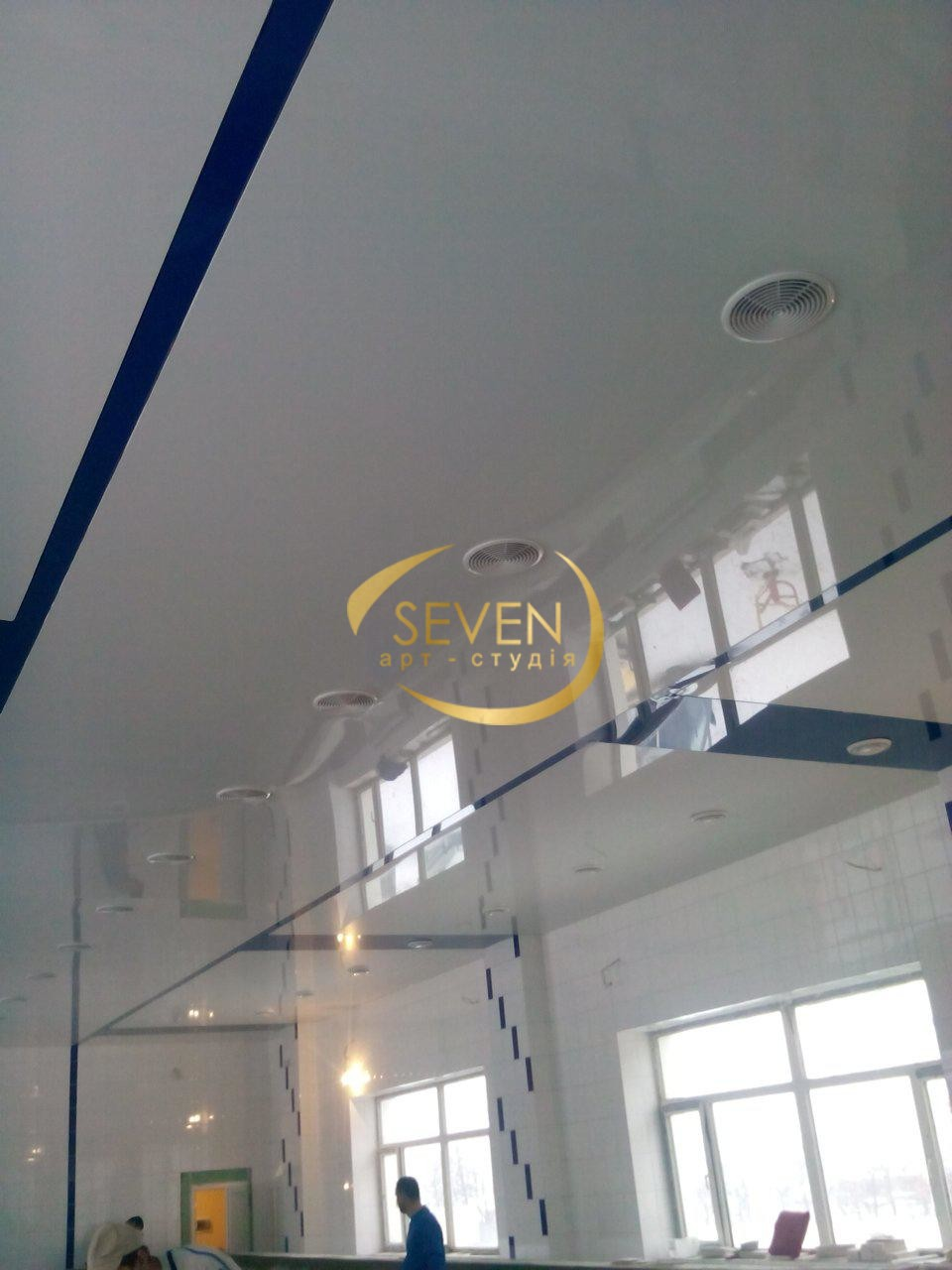 Зеркальные натяжные потолки, или как сделать интерьер стильным